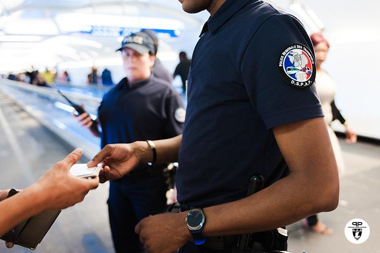 Contrôle par l'unité d'accueil et de sécurisation à la gare de Chatêlet-les-Halles