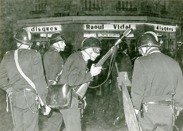 Force-de-lordre-avec-lance-grenades-6-mai-1968