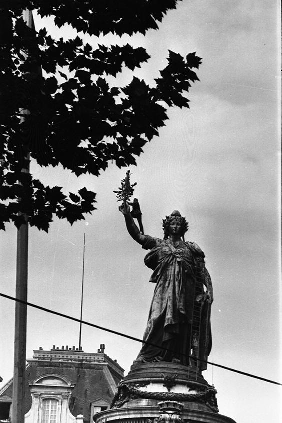 Manifestation-étudiante-Place-la-République-13-mai-1968