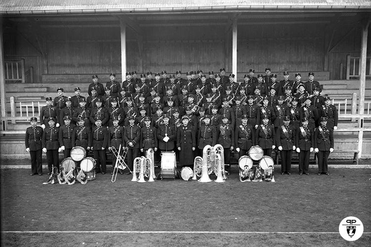 Musique des Gardiens de la Paix. Portrait de groupe. Fanfare. 16-02-1945.