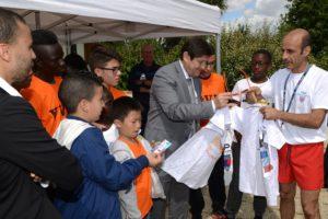 MONSIEUR PATRICK KANNER Ministre de la Ville, Jeunesse et Sport, se rend au Parc du Tremblay ˆ Champigny sur Marne au centre de Ville Vie Vacances.